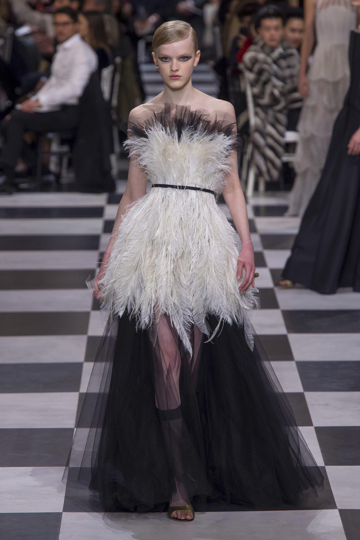 b5b688c660 Christian Dior Spring 2018 Couture Fashion Show   Dior Glamour ...