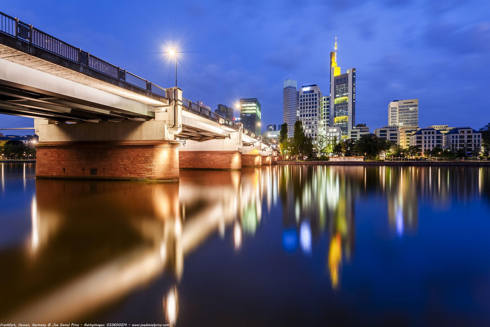 Untermainbrücke commerzbank tower river main frankfurt