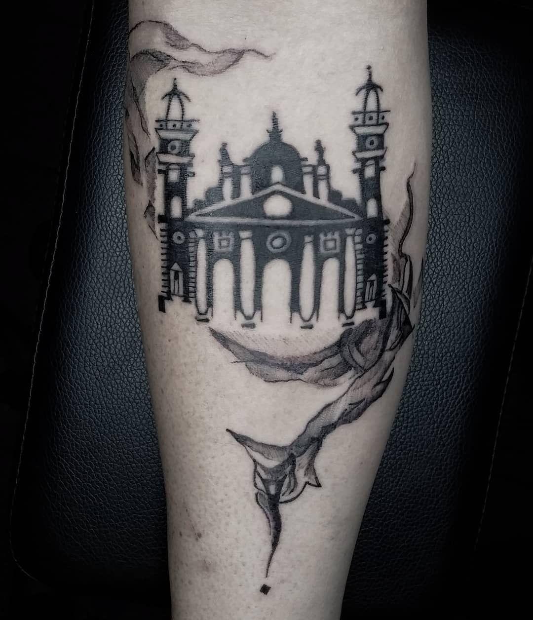 Home is a planet. tour life. . . . . . .  #architecture #basilica #stayhome #tattoo #tattooart #blackandgrey #black #octo #drawingart #santiago #chile #maracaibo #tinta #art