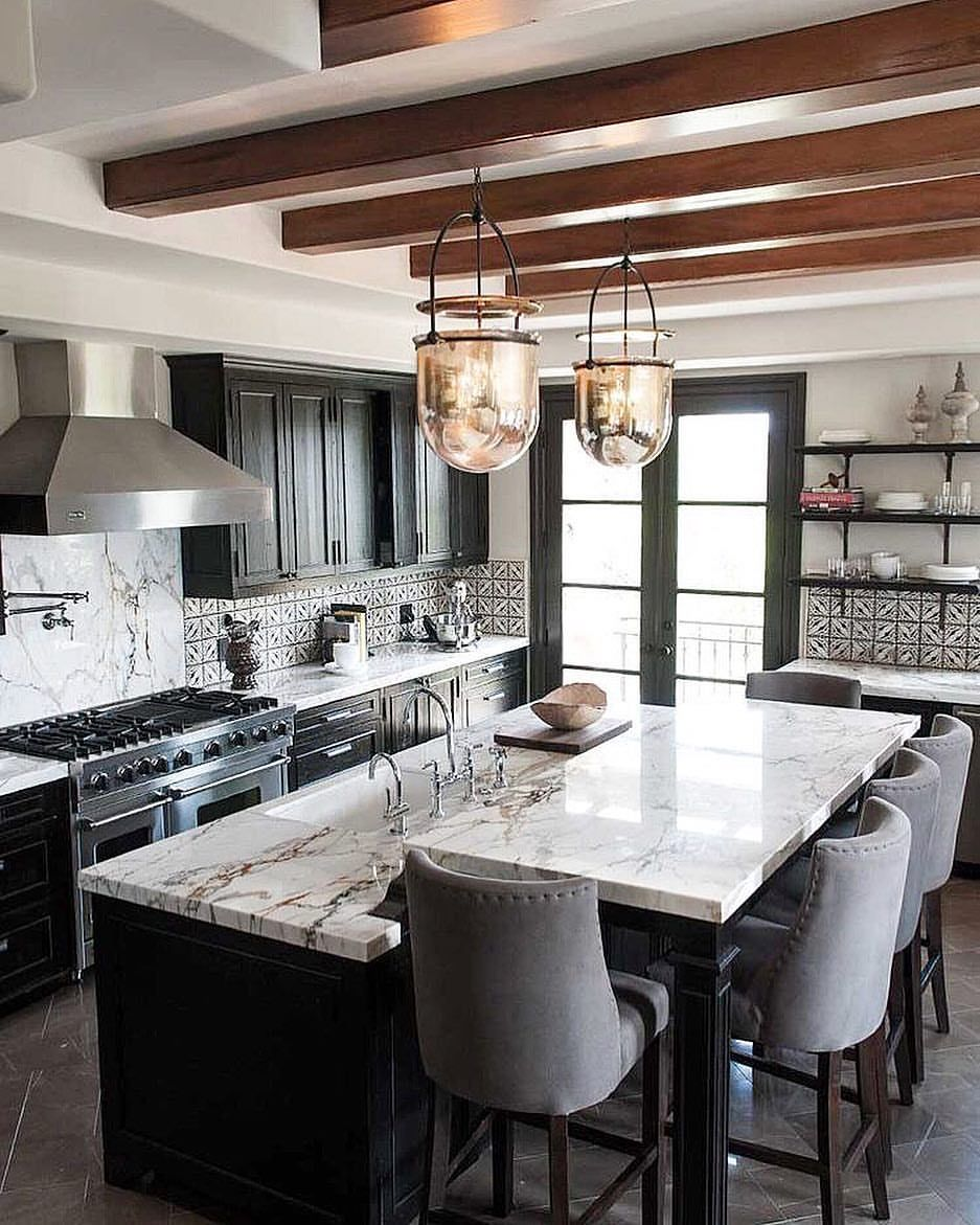 Bright And Beautiful Kitchen Via Pinterest Are You Thinking About Buying Selling In Df Luxury Kitchen Design Kitchen Design Small Kitchen Cabinets Light Wood