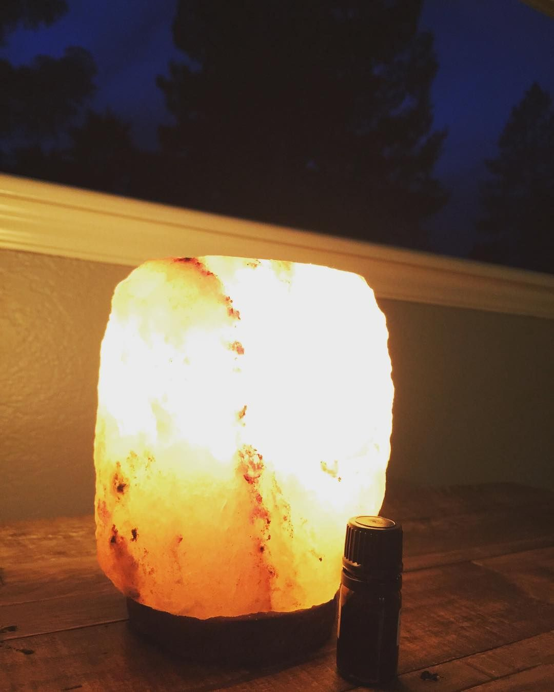 Friday night vibes  Testing a new Mamas Ritual blend in my salt lamp diffuser.