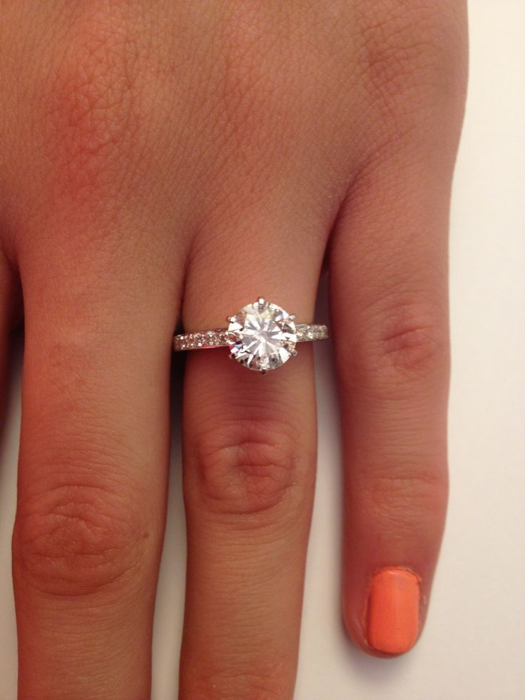 Stunning engagement ring! I love the round diamond! | Weddings ...