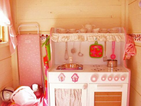 Interior casita de madera infantil guille cocinita - Casa de madera infantil ...