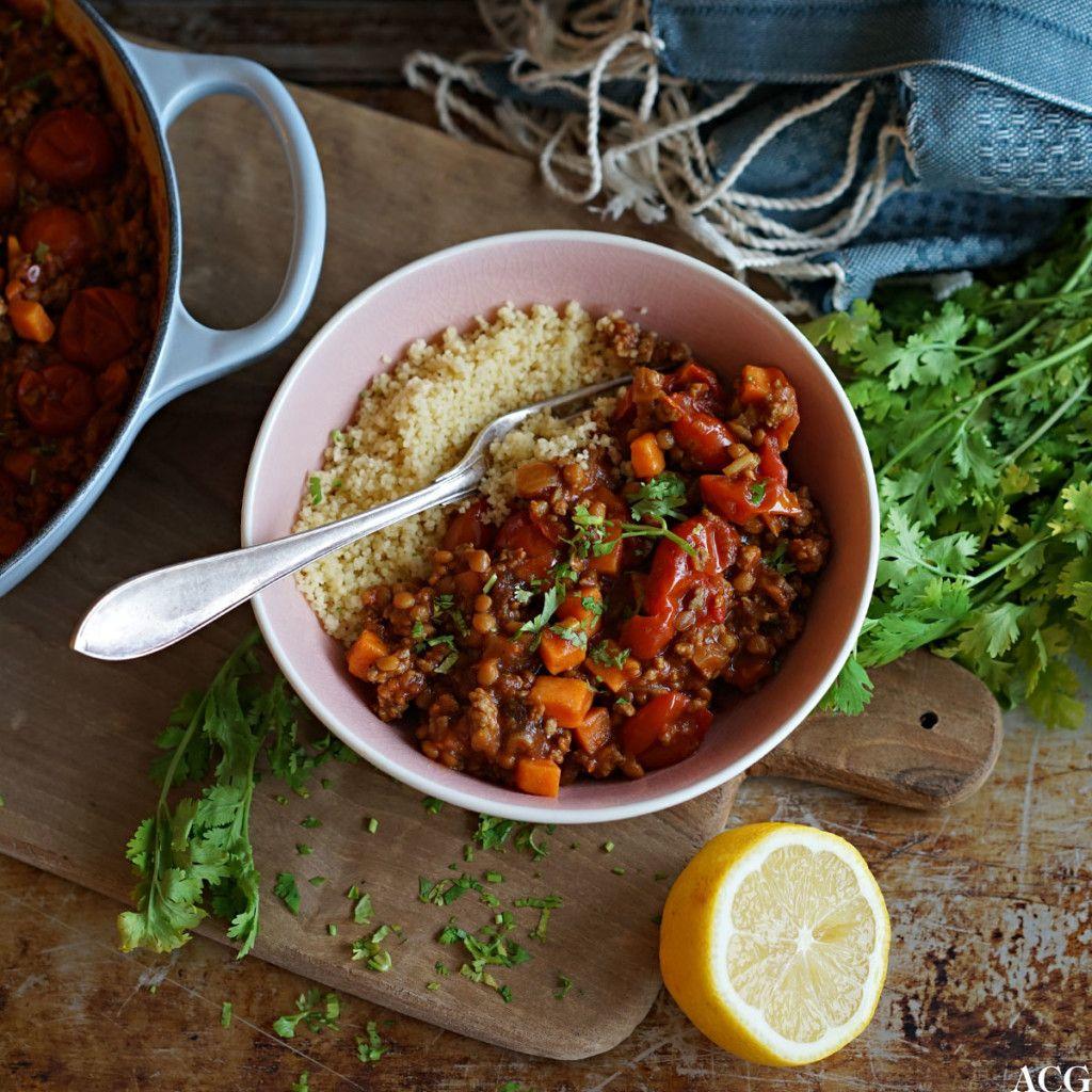 Sabla digg marokkansk lammegryte med kjøttdeig av lam, krydderblandingen ras el hanout, boksetomater, søtpotet, linser og frisk koriander. Enkelt og godt!