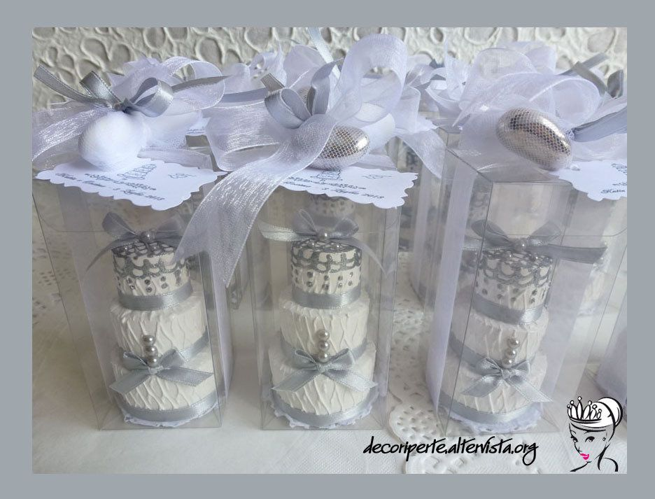 Bomboniere Per 25 Matrimonio.Bomboniere 25 Anniversario Di Matrimonio Con Mini Wedding Cake