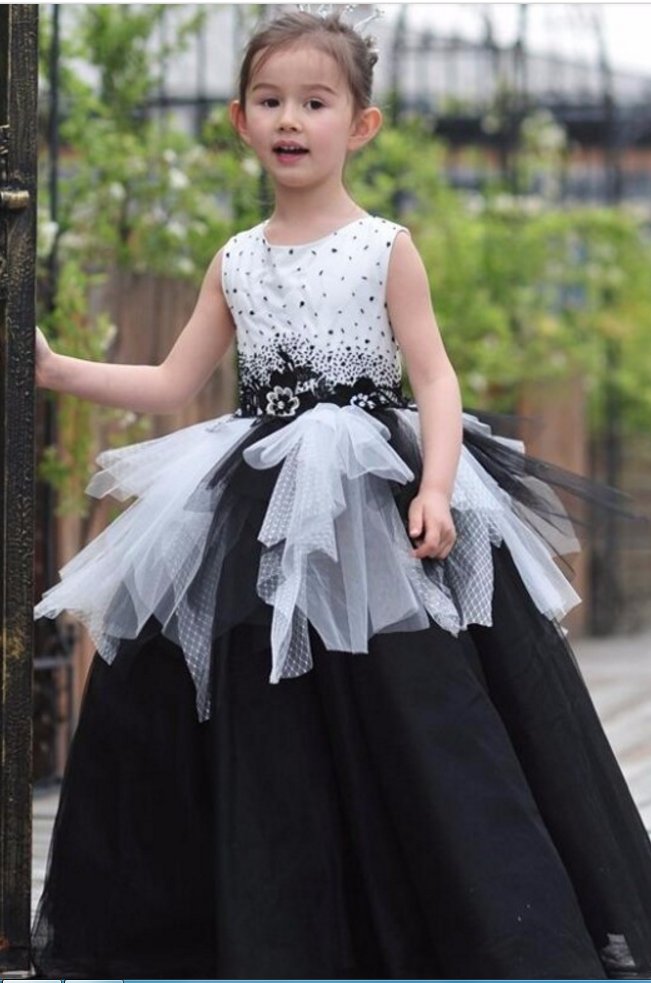 assfuck-little-girls-black-and-white-dresses