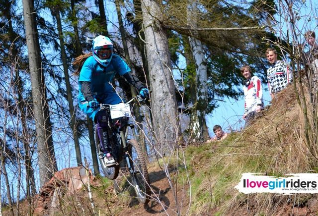 Alča » Rider: Alča Alshy Hylšová - #ilovegirlriders #iamagirlrider #ilgr #girlriders #mtb #bmx #jump #dhgirl #downhill #ciclocross #freeride #road #cycling #cyclingwomen #womenscycling