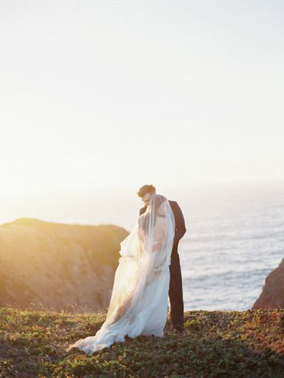 Sunset wedding photography: http://www.stylemepretty.com/2014/11/22/california-coast-engagement-wedding-inspiration/ | Photography: Jacque Lynn - http://jacquelynnphoto.com/