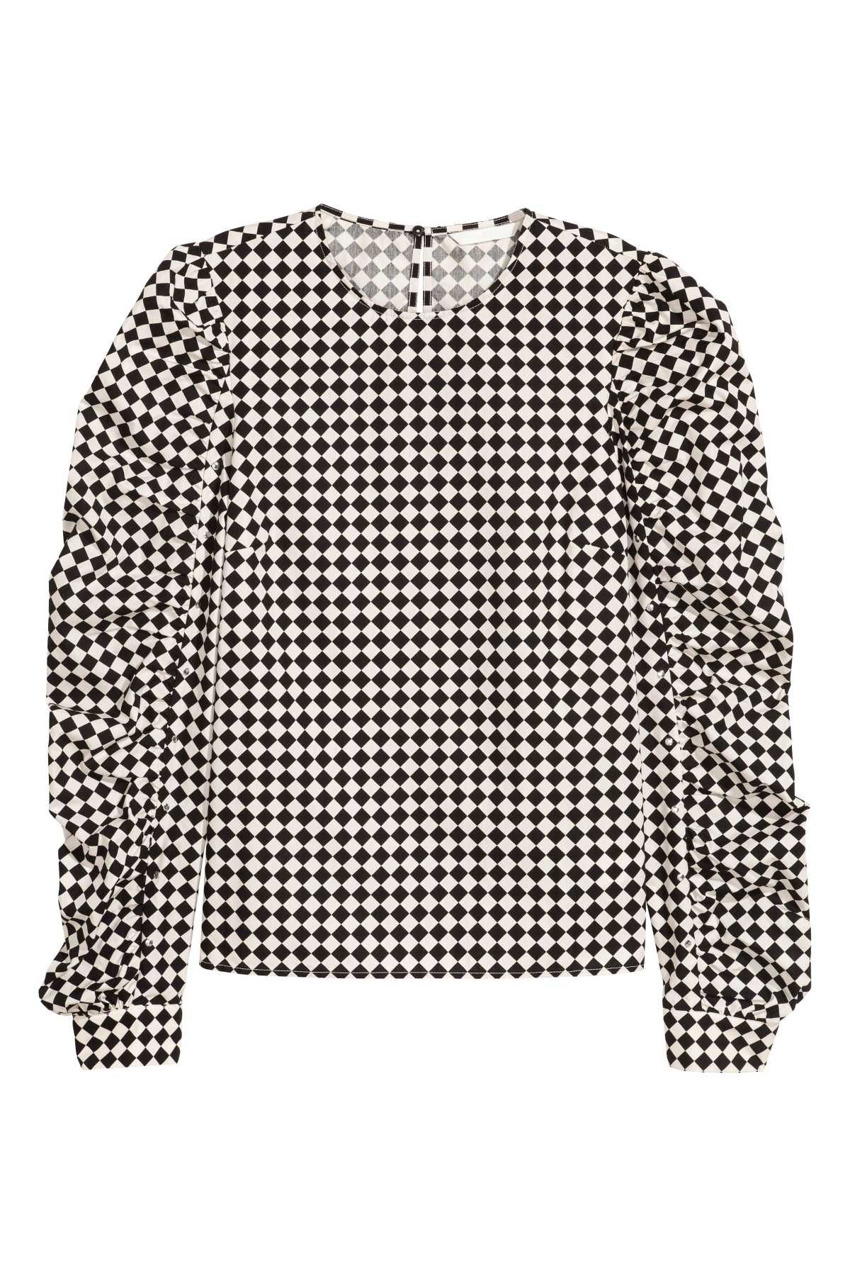 52008cfbb9fad White black plaid. Blouse in woven cotton fabric. Opening with at back of  neck with button and long