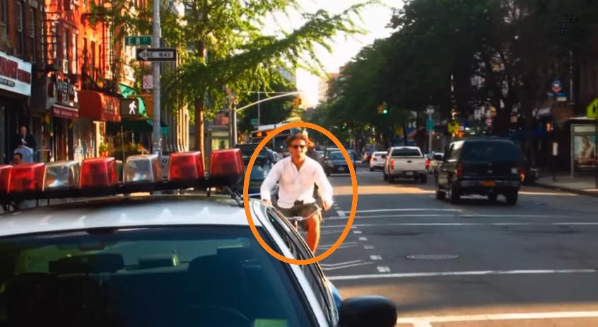 Ce cycliste s'est fait verbalisé parce qu'il aurait du emprunter la piste cyclable. Il a été scandalisé par cette décision et n'a pas voulu en rester là.