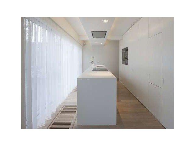 ici le tuyau d 39 vacuation de la hotte est dissimul dans un faux plafond au dessus de l 39 lot de. Black Bedroom Furniture Sets. Home Design Ideas