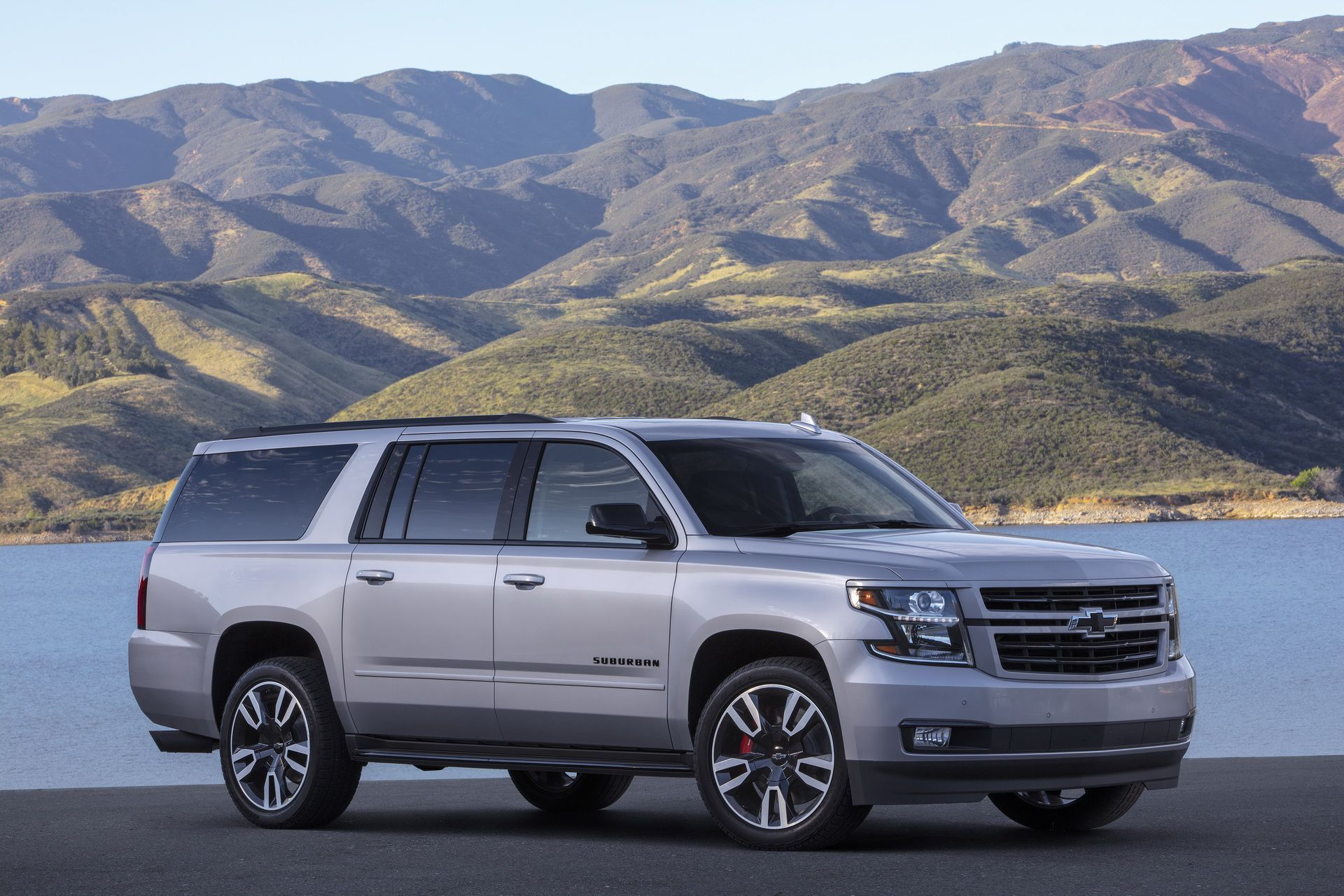 Chevrolet Spices Up 2019 Suburban With New Rst 420hp V8