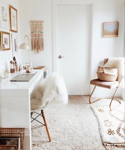 white gold bedroom | Tumblr | White and Gold Teen Room in 2019 ...