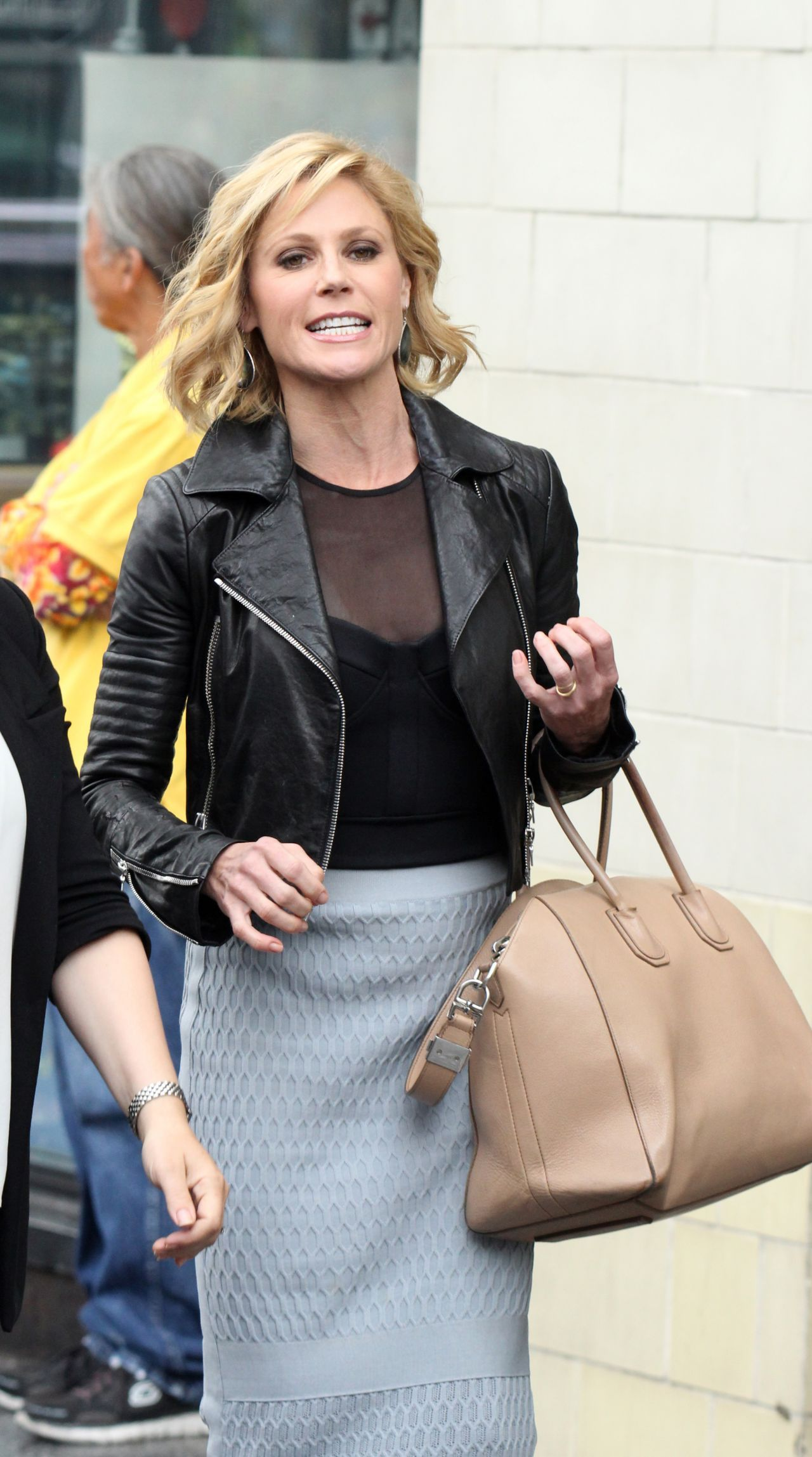 julie bowen style out in hollywood may 2015