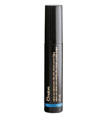 Na cor preta e com pincel exclusivo, esta máscara proporciona ultra volume aos cílios. Com nova fórmula que adere mais intesamente aos cílios e não sai com lágrima, suor ou água. Longa duração, permite uma maquiagem duradoura e longe de borrões e grumos.