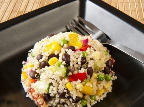 سلطة الكينوا 1 كوب كينوا 2 1 فليفلة حلوة 1 طماطم 1 بصلة كمون عصير ليمون Gluten Free Sides Gluten Free Quinoa Salad Cilantro Lime Vinaigrette