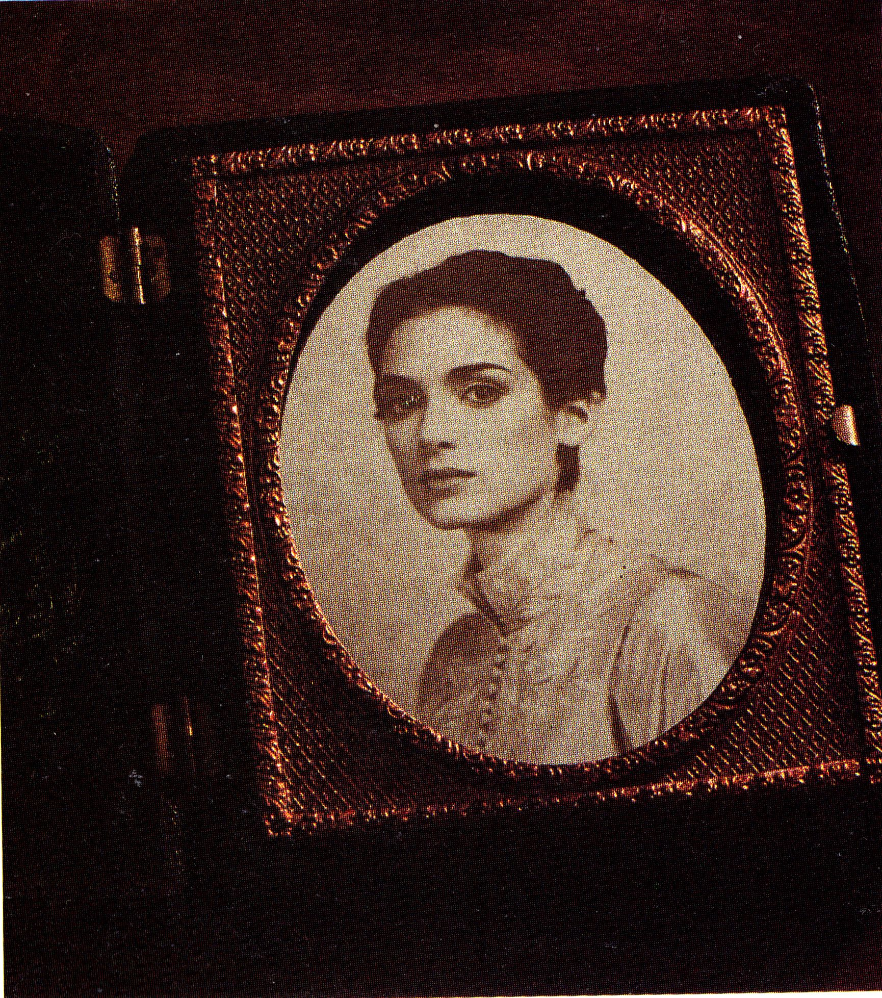 A Daguerreotype Of Winona Ryder As Mina Harker From Bram Stokers DRACULA
