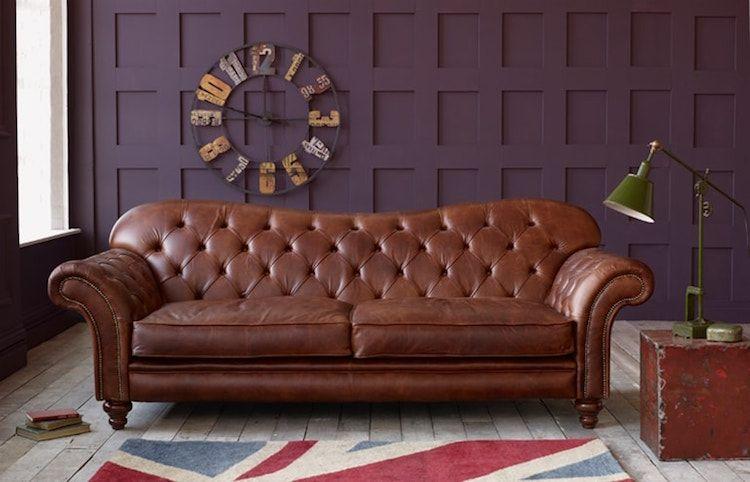 Canape Chesterfield en cuir en couleur acajou