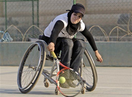 Zainab Khadim Alwan playing tennis.