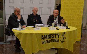 Attualià: #Diritti #umani nel #mondo: il rapporto di Amnesty International (VIDEO) (link: http://ift.tt/2m6yqoi )