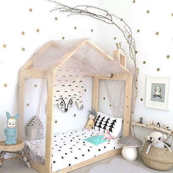 Une maison vue par les enfants  le lit Montessori Asrinu0027in odasi