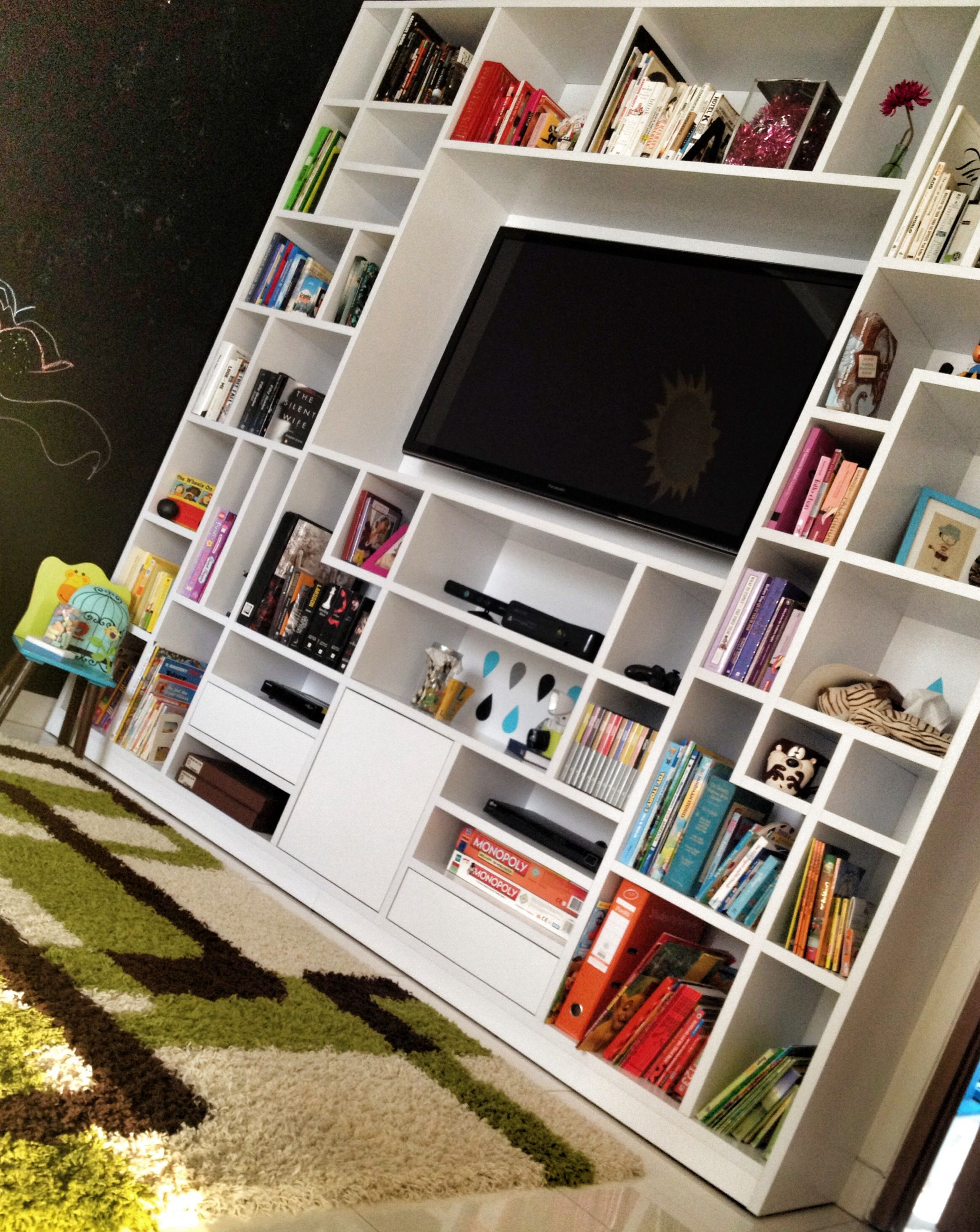 Finally I have a place for my tv and massive space for my books and all those little things!