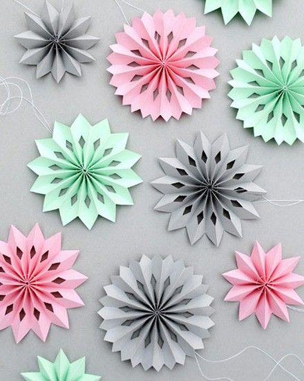 des mini rosaces en papier diy aid deco activites. Black Bedroom Furniture Sets. Home Design Ideas