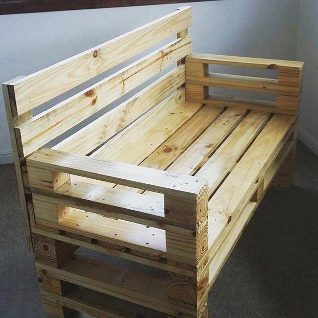 Sof dois lugares de madeira maci a reaproveitada de - Sofa de pallet ...