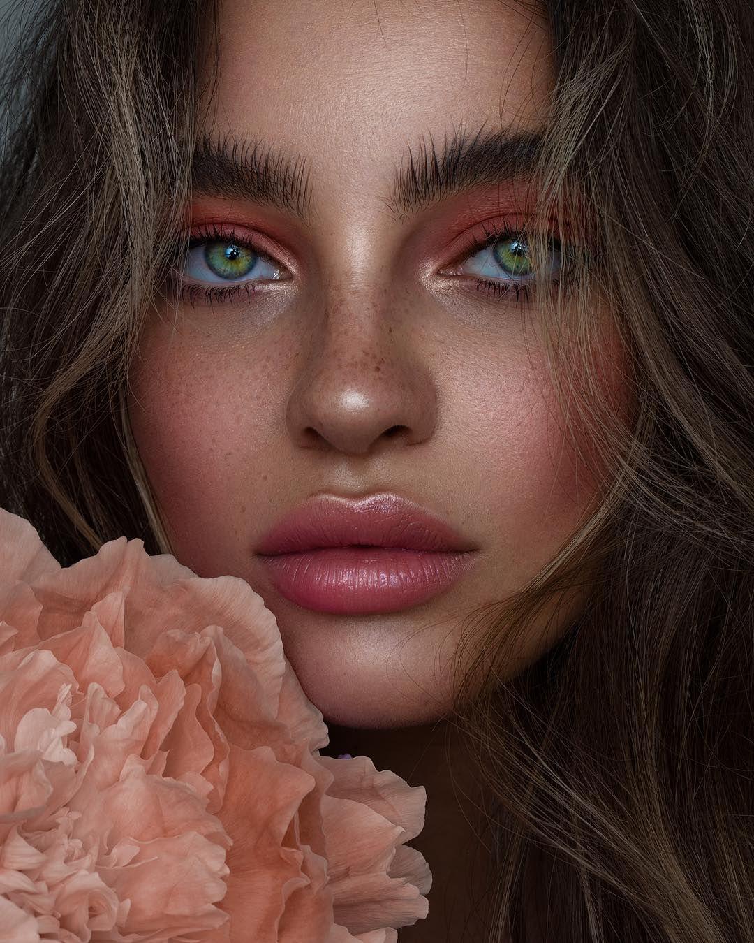 "Photo of Nikki_Makeup on Instagram: ""Wishing you all a peachy 2019 🥂🎉💃💘💫 @giulianaxgg shot by @ tamarawilliams1 #nikki_makeup"""