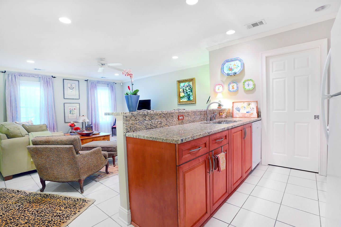 West Taylor Garden Apartment Ground Floor Apartment With 2 Bedrooms And 1 Bathroom Located In The Beautiful Histo Apartment Garden Home Decor Design District