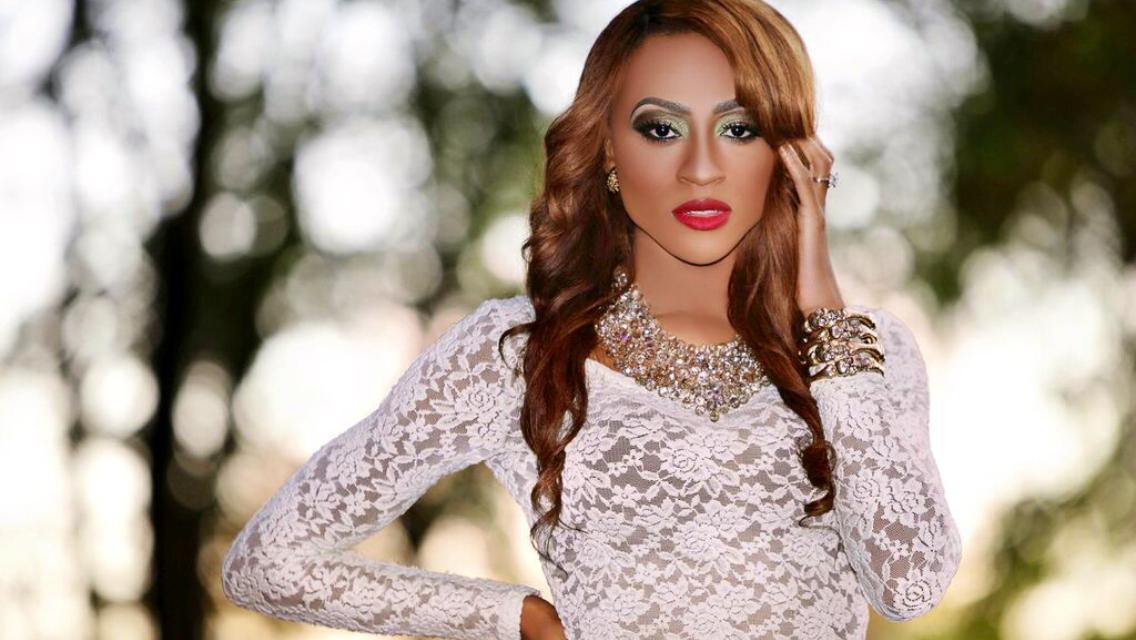 HN Feature: Lola Savage