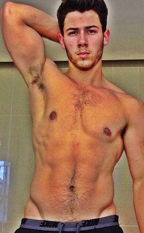 Nick Jonas sorprende en Twitter con una imagen ¡sin camisa!