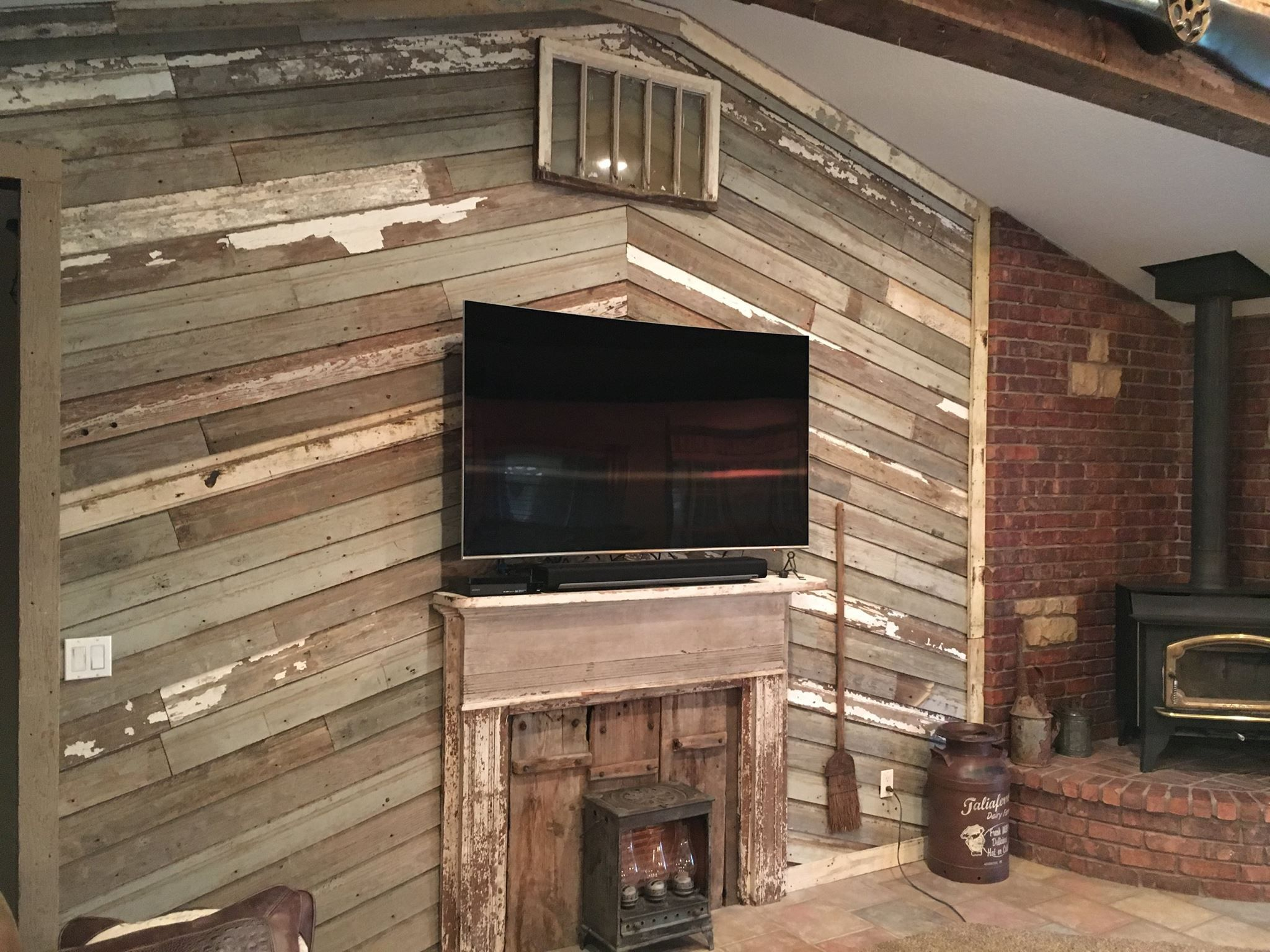 Unique Wood Wall Built Using Our Reclaimed Lumber Antique Lumber Company Wood Wall Wood Barn Wood