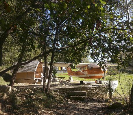Dormire in un aereo, Cessna 170 degli anni 60, vicino a Barjac, Ardèche