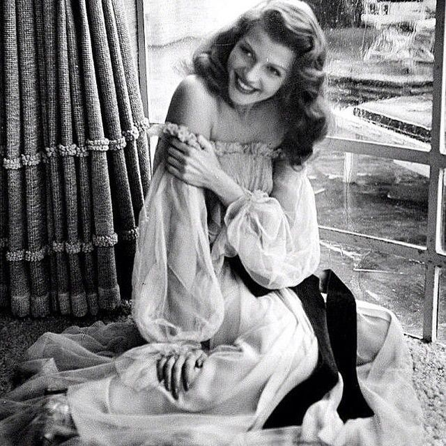 Rita Hayworth on the set of Gilda (1946). Such gorgeous hair.