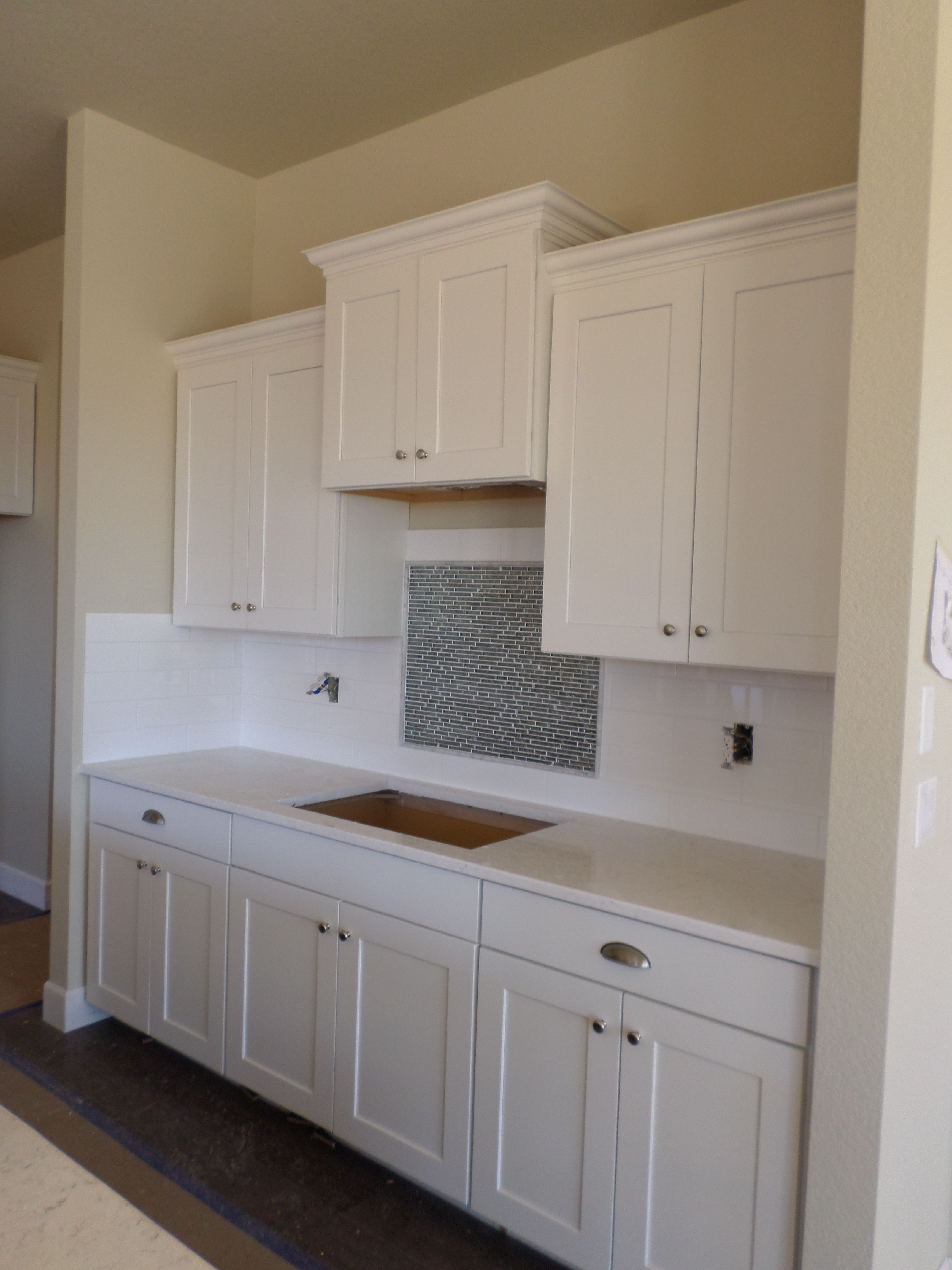 Timberlake New Haven Painted Linen Cabinets Santa Margarita Victoria Countertop And Emser Vogue White Glo Kitchen Remodel Kitchen Renovation Kitchen Cabinetry