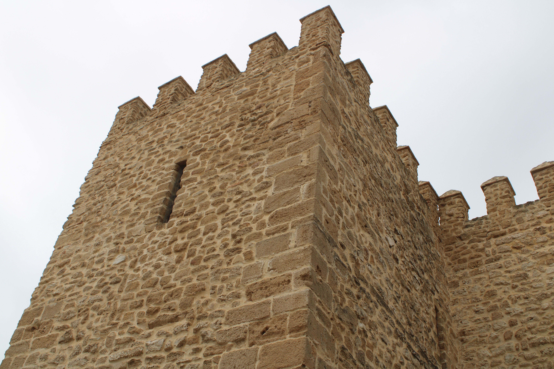 una de las cinco torres del castillo de Luna
