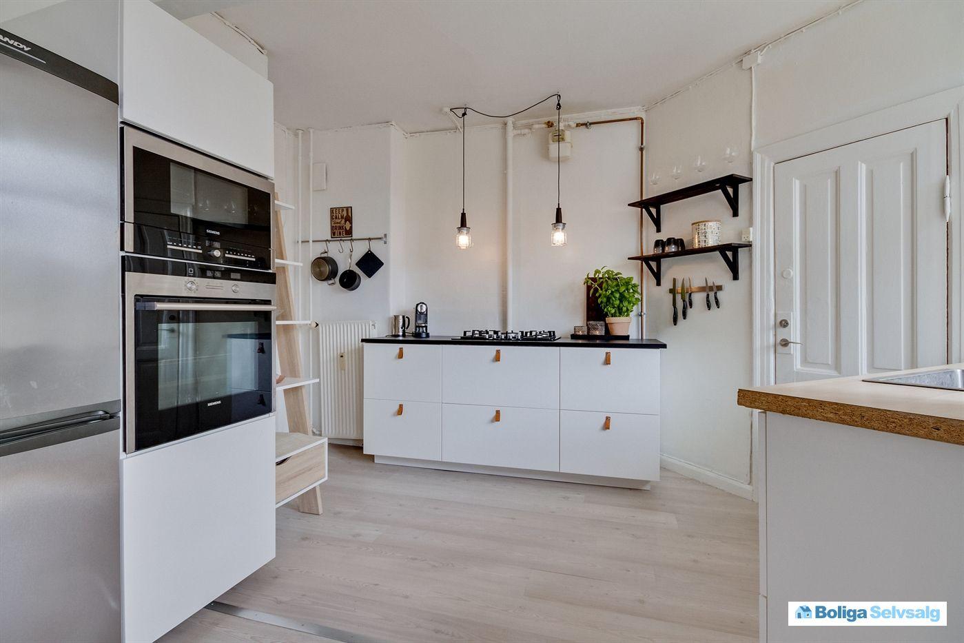 Hammershusgade 3, 1. th., 2100 København Ø - Unik lejlighed, stort køkken alrum, 2 altaner, god ...