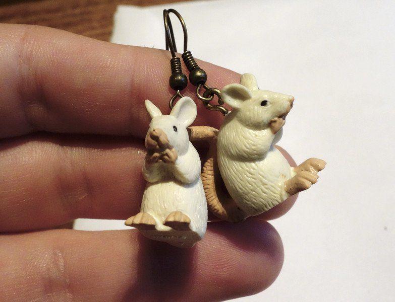 Ohrringe & Ohrhänger - Niedliche Maus/Ratte weiße Ohrringe - ein Designerstück von BuyMyBaby bei DaWanda