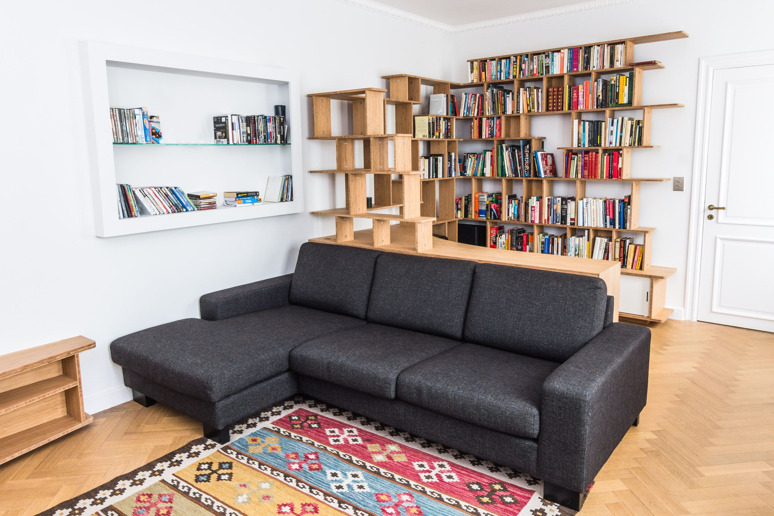 Grande bibliothèque curve bois de larges espaces d exposition