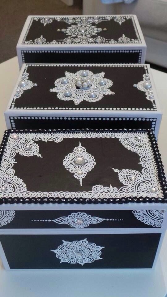 A three-piece set with individual jewelry boxes for Mendhi celebrations
