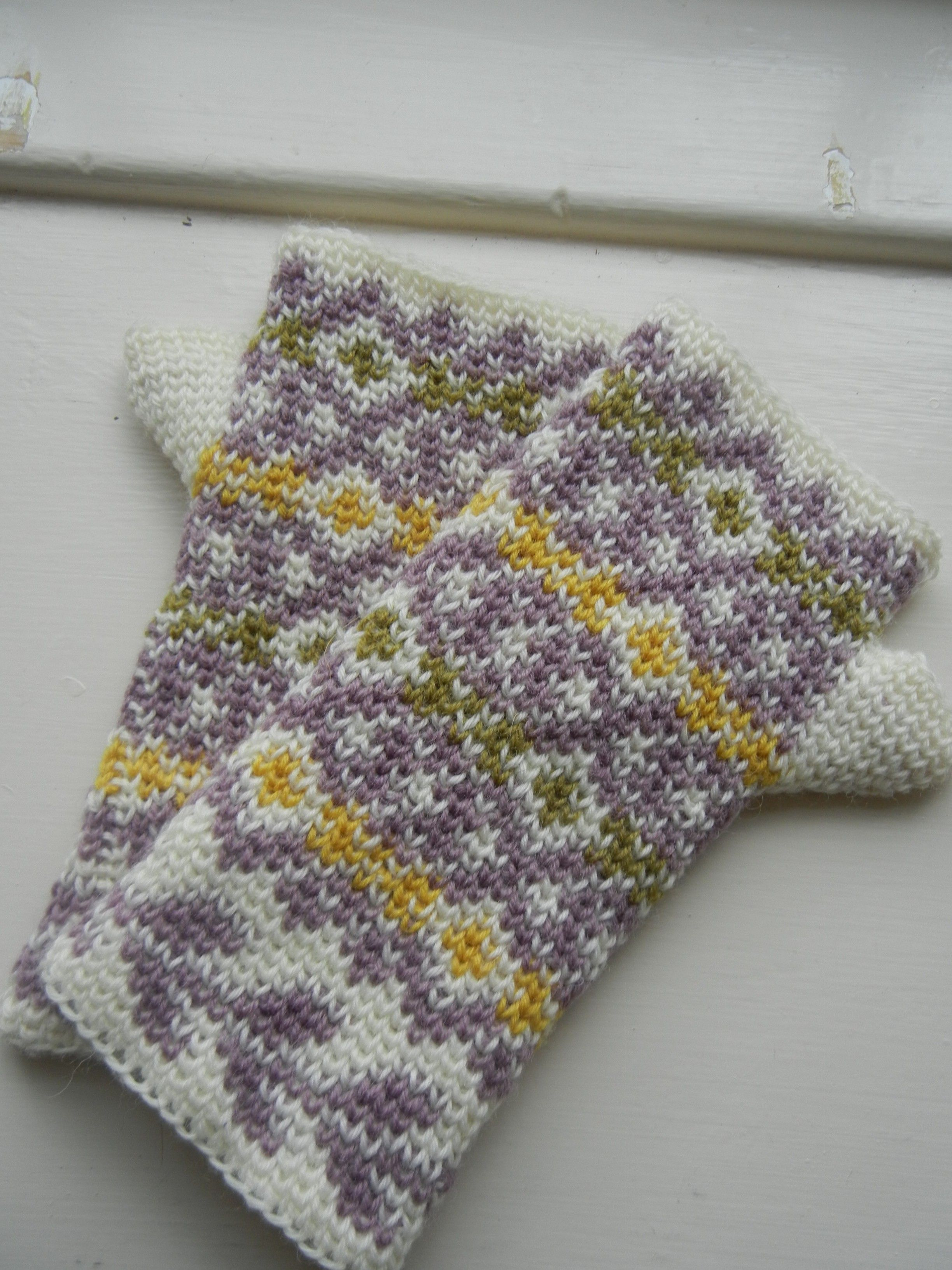 Free pattern and tutorial autumn diamonds part i fair isles autumn diamonds fair isle fingerless mitts crochet pattern with waistcoat stitch tutorial in 2 bankloansurffo Images
