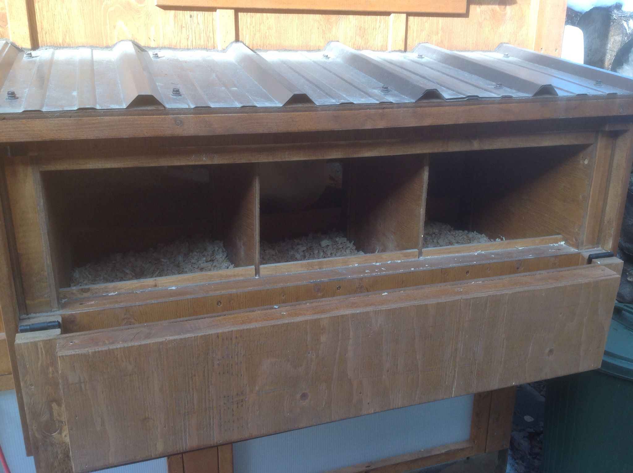 Insulated Chicken Coop 31 Nest boxes with fold down