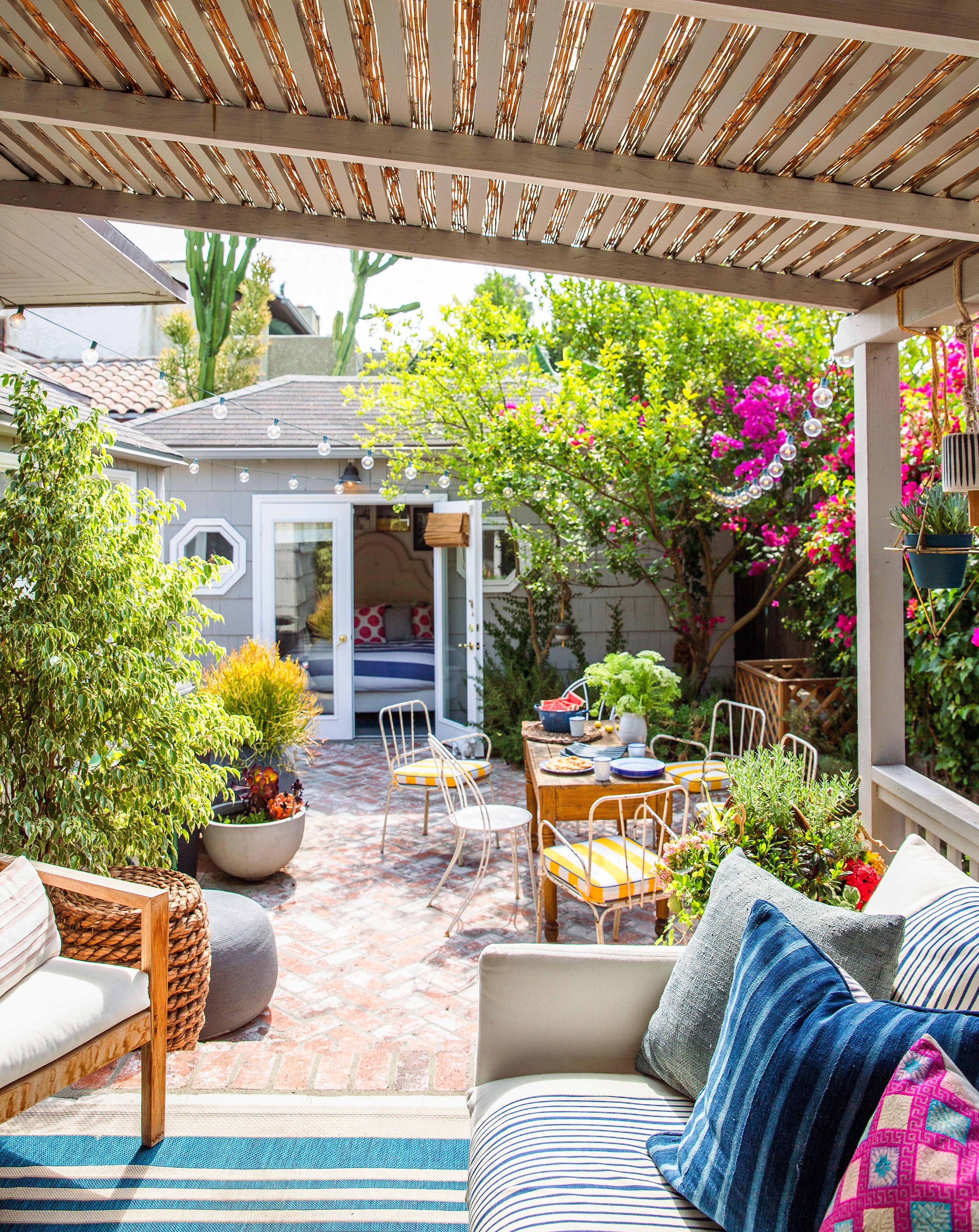 Pro Tips For Decorating A Bungalow House Bungalow Decor Patio Patio Inspiration