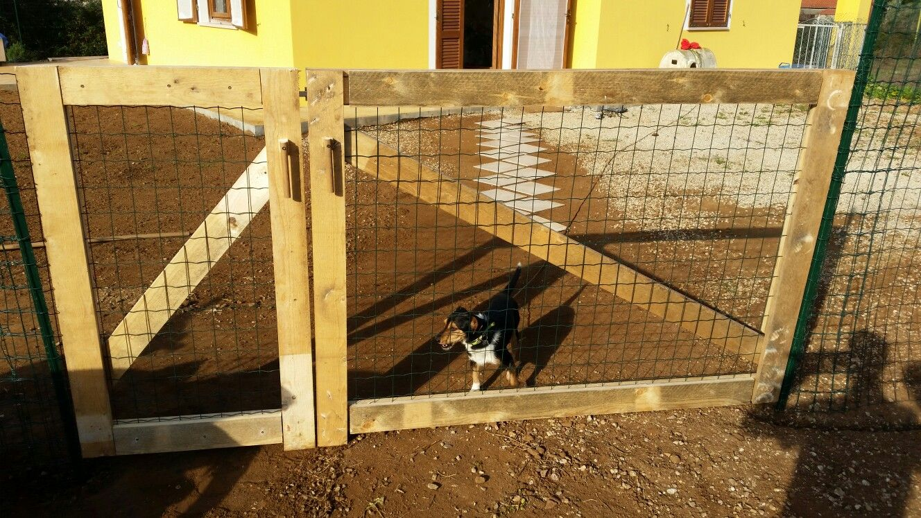 Tavole di cantiere reciclate per un bel cancello fai da te for Cancello in legno fai da te
