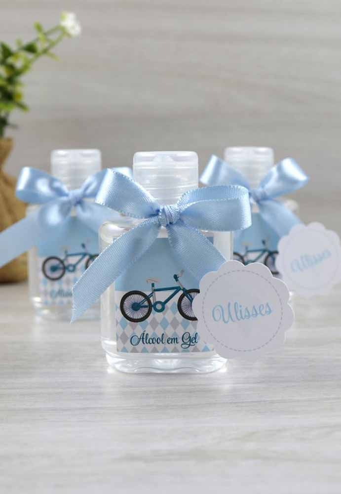 Álcool em gel  lembrancinha útil, barata e bonita   CHÁ DE BEBÊ ... aa8f59de55