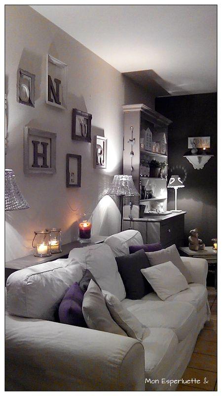 Piccola consolle sul retro del divano ottima soluzione d ...