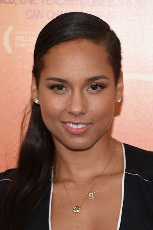 3faf7c3810f Alicia Keys is gorgeous in her custom Jennifer Fisher 14k gold small gothic  letter necklace with pave white diamonds
