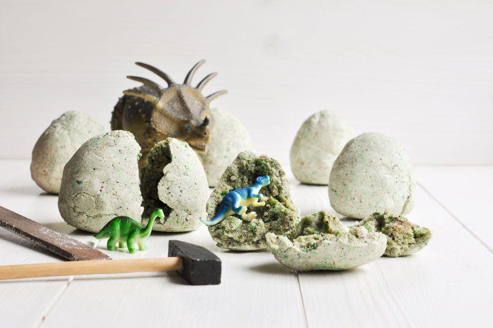 Photo of Selbst gemachte Dino-Eier. Zum Ausgraben.