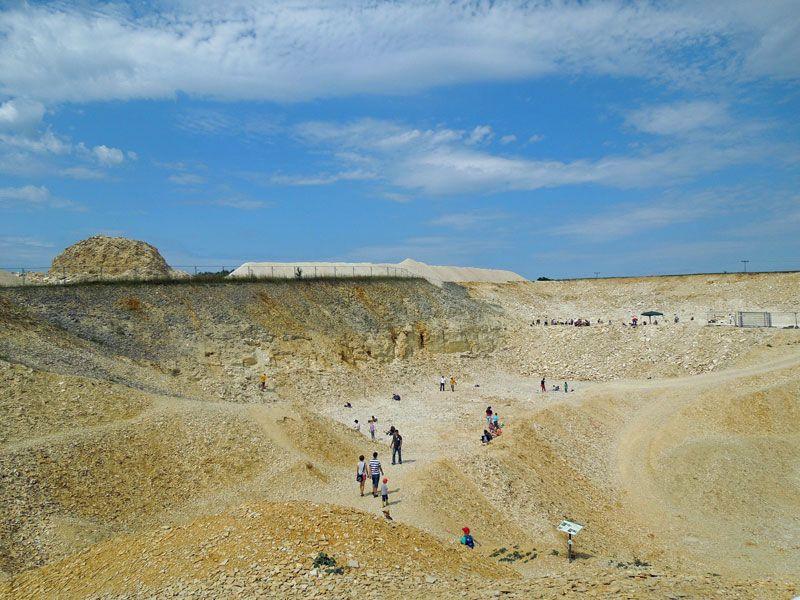 Im Fossiliensteinbruch Blumenberg. Mit etwas Glück findet ihr schöne Versteinerungen.